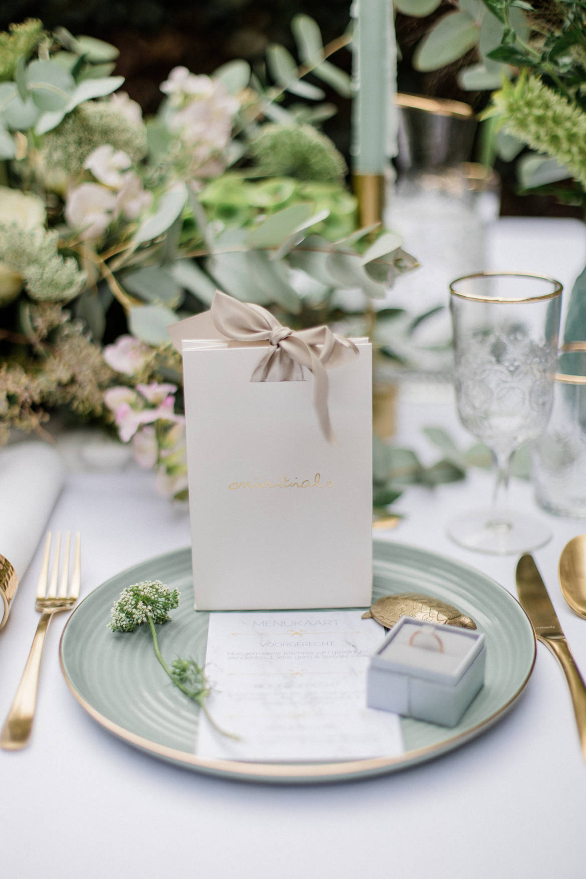 Styled Shoot Green & Gold
